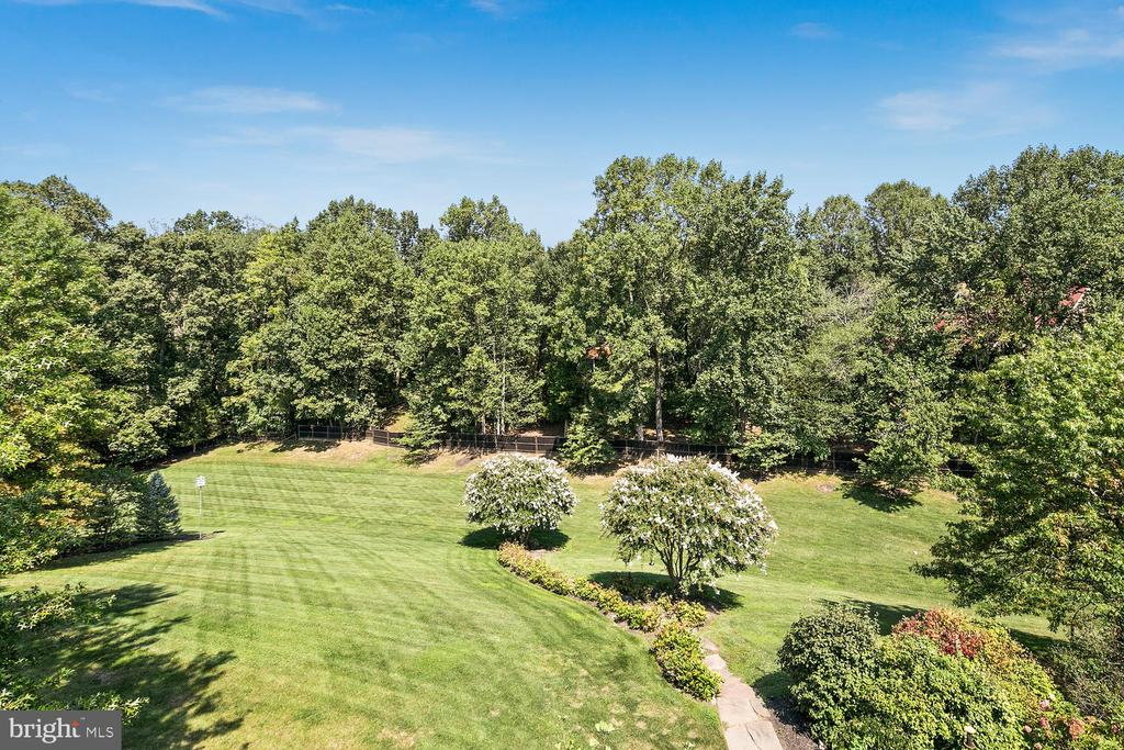Two-acre grounds with landscaped walking path - 9110 DARA LN, GREAT FALLS