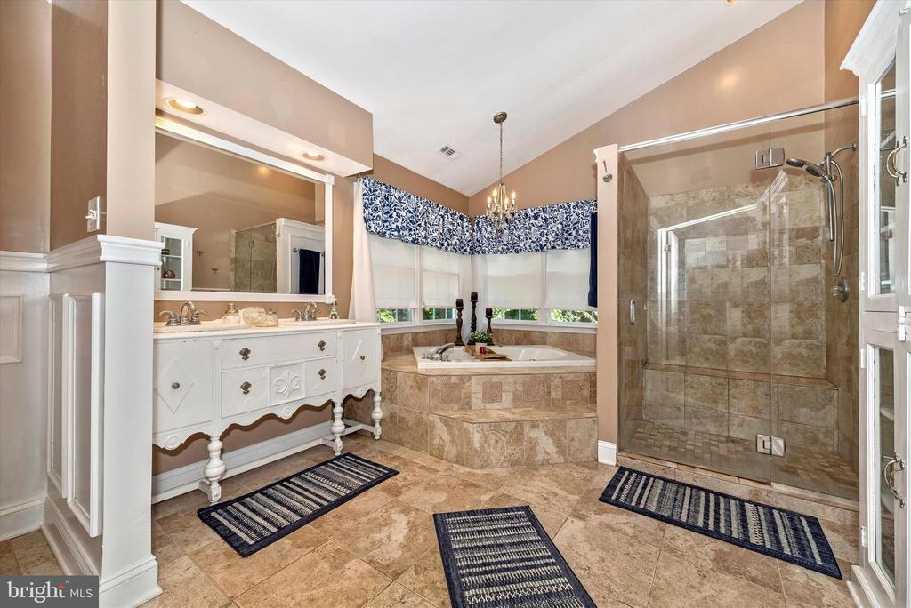 Luxury Master Bathroom - 5193 ALMERIA CT, MOUNT AIRY