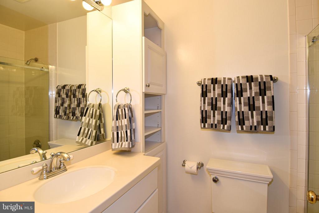 Hall Bathroom - 608 4TH PL SW, WASHINGTON