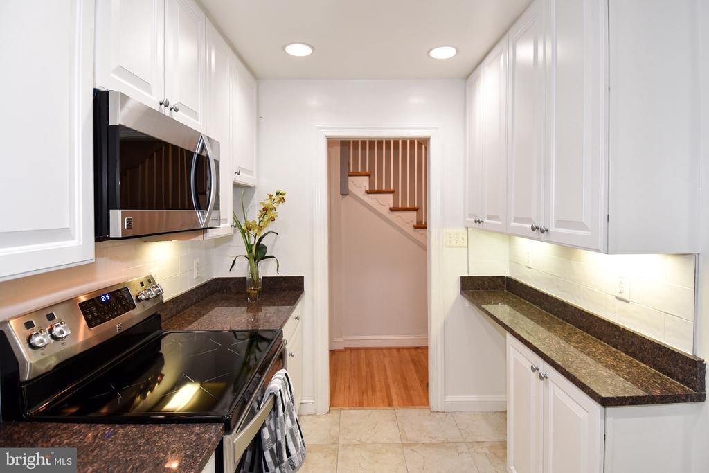 Kitchen - 608 4TH PL SW, WASHINGTON