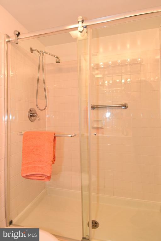 Bathroom - 608 4TH PL SW, WASHINGTON