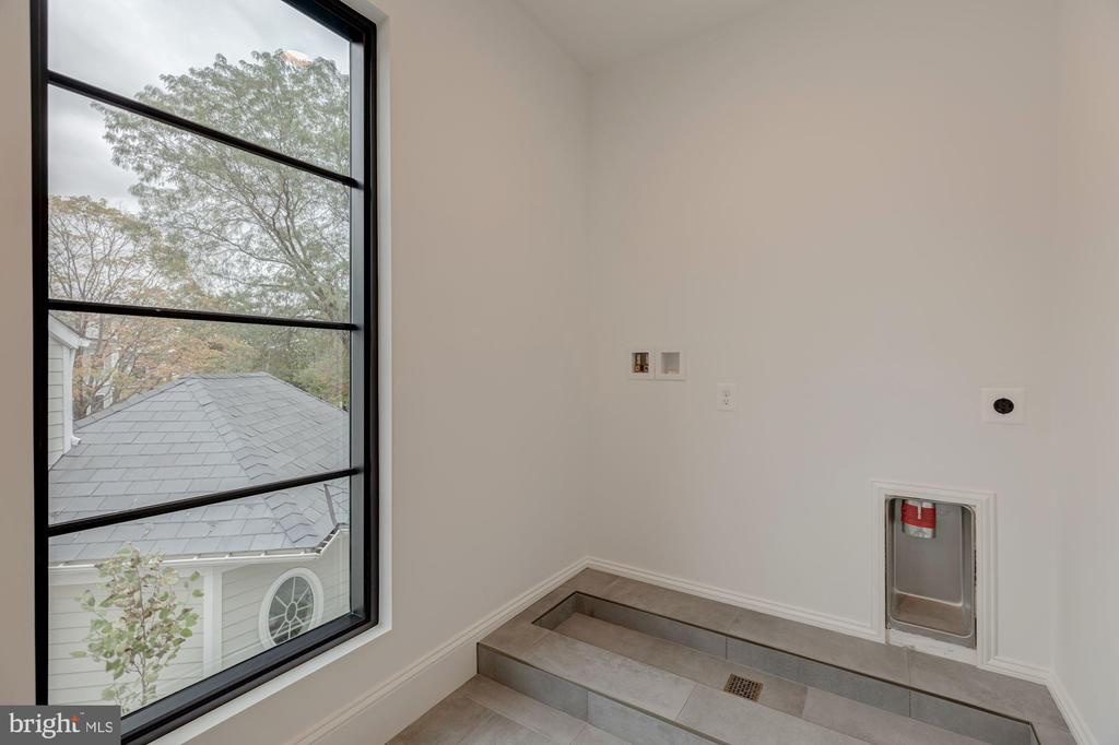 Tiled Pedestals for Laundry - 3127 18TH ST N, ARLINGTON