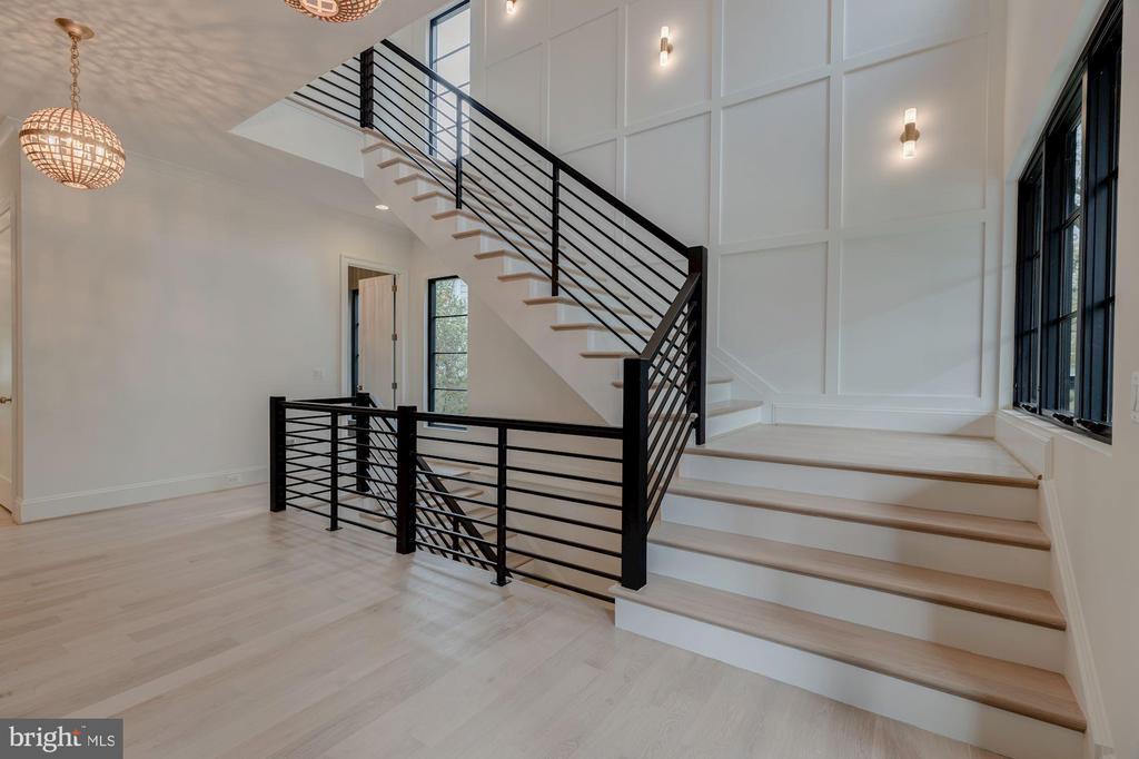 Stair Hall - 3127 18TH ST N, ARLINGTON