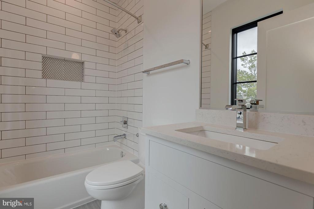 Secondary Bath - 3127 18TH ST N, ARLINGTON