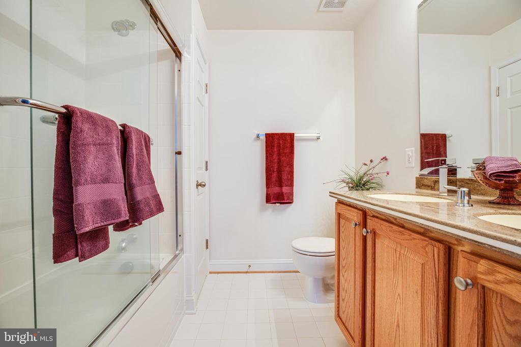 Tub has glass shower doors - 12 GABRIELS LN, FREDERICKSBURG