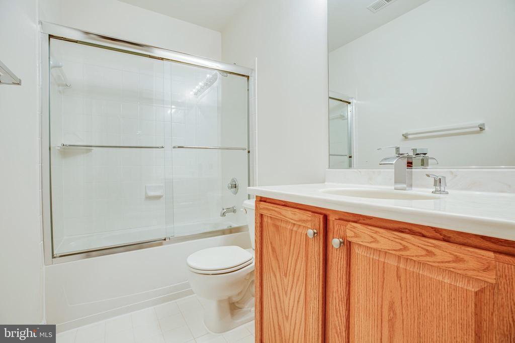 Lower Level full bath with linen pantry - 12 GABRIELS LN, FREDERICKSBURG