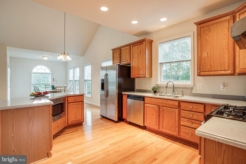 Makes me want to cook! Light filled and convenient - 12 GABRIELS LN, FREDERICKSBURG