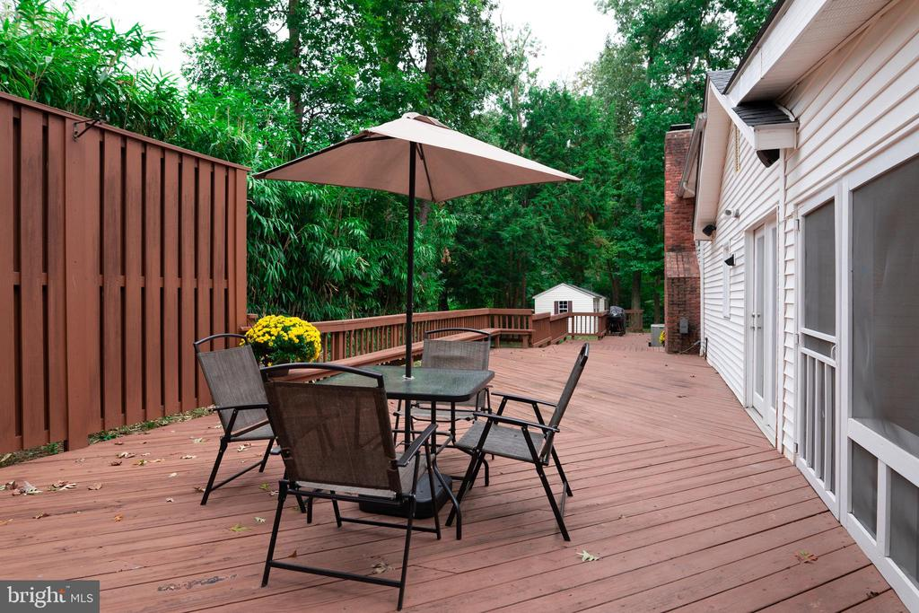 Rear Deck With Privacy Fence - 7325 AUBURN ST, ANNANDALE