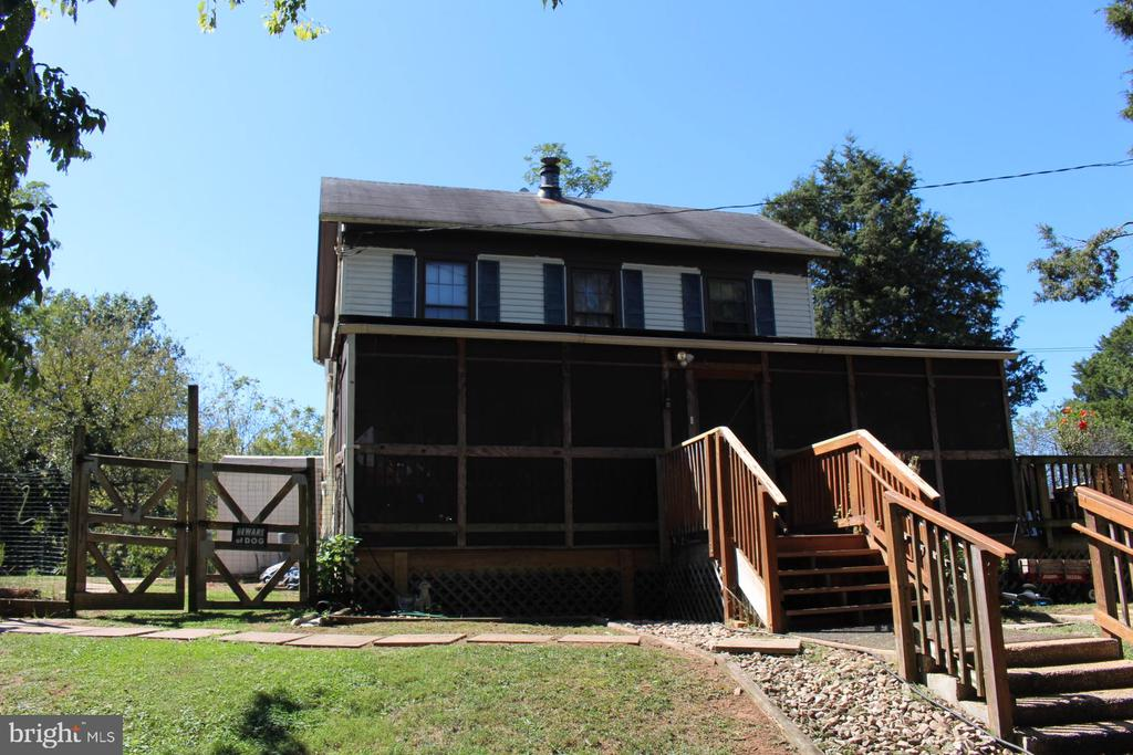 Exterior - Screened In Porch & Front Entry - 7643 CHESTNUT ST, MANASSAS
