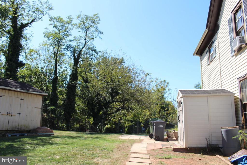 Exterior - Fenced in Yard Area & Side Entrance - 7643 CHESTNUT ST, MANASSAS