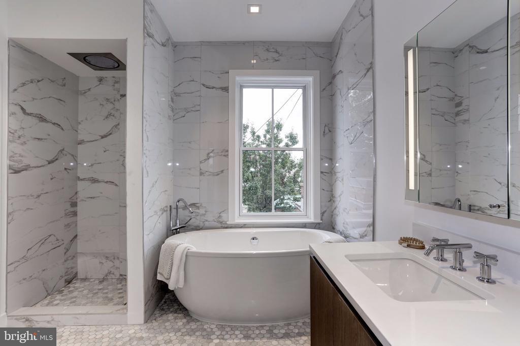 Third Floor Bathroom - 651 MARYLAND AVE NE, WASHINGTON