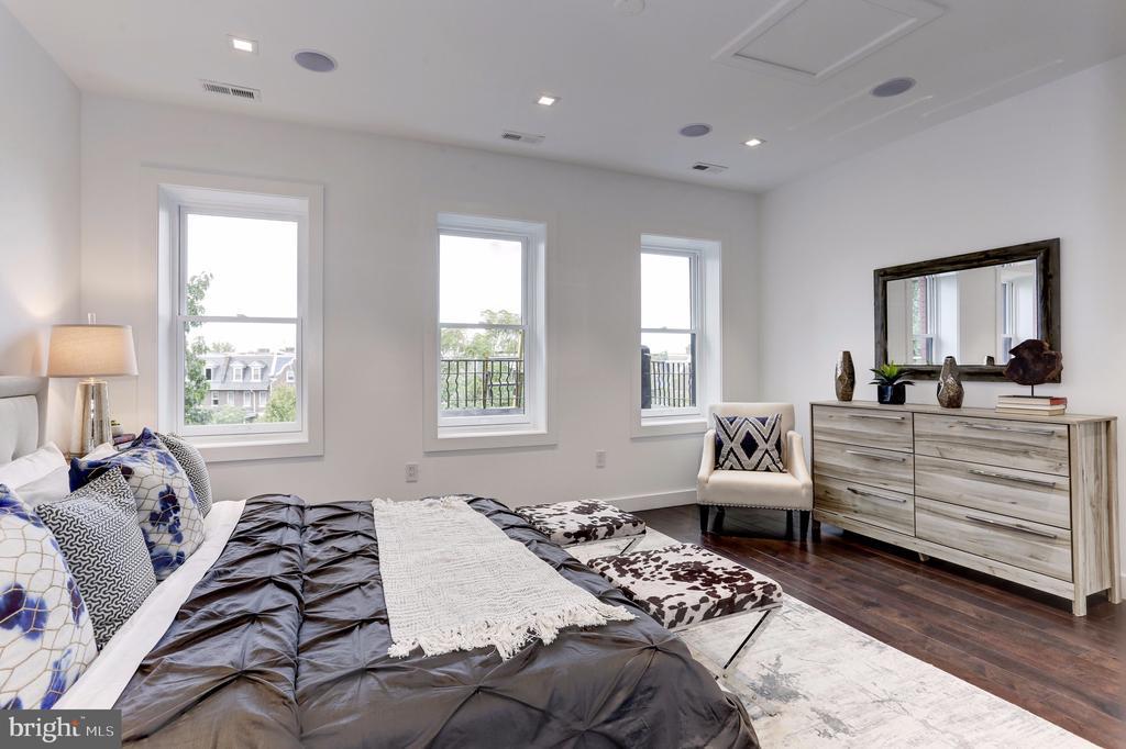 Third Floor Master Bedroom - 651 MARYLAND AVE NE, WASHINGTON