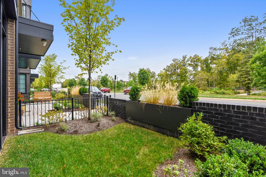 Walk out to a park across the street - 20384 NORTHPARK DR, ASHBURN