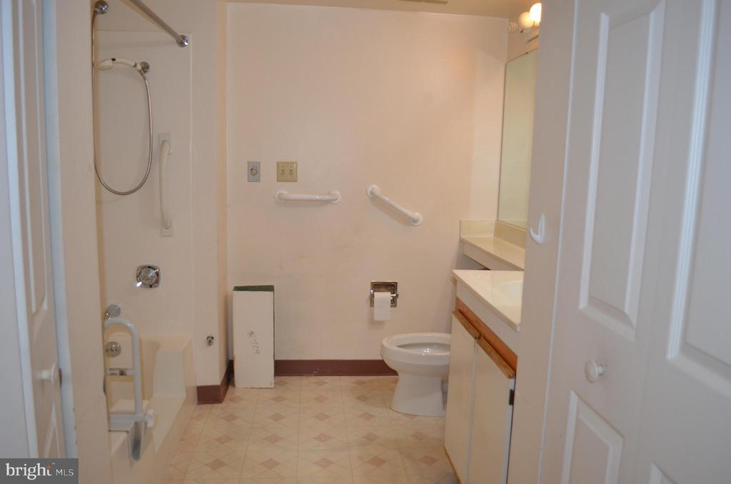 Bathroom - 900 N TAYLOR ST #709, ARLINGTON