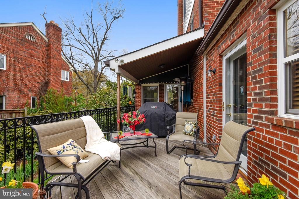 Fabulous deck off of kitchen & sunroom - 912 W BRADDOCK RD, ALEXANDRIA