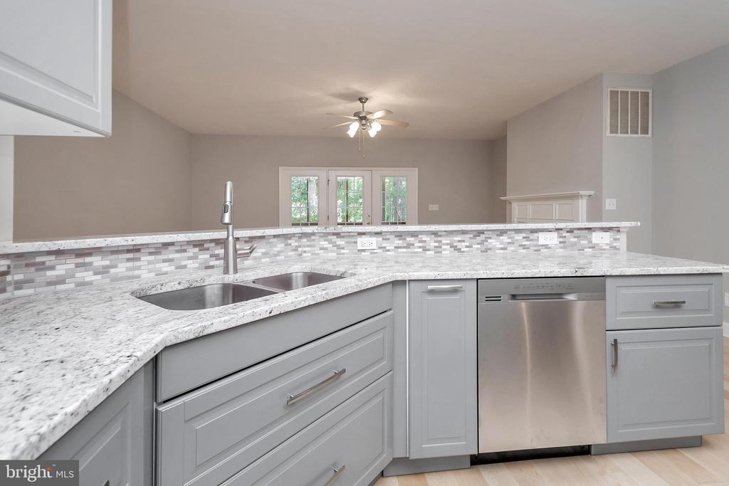 Granite counter tops with tile back splash - 308 WILDERNESS DR, LOCUST GROVE