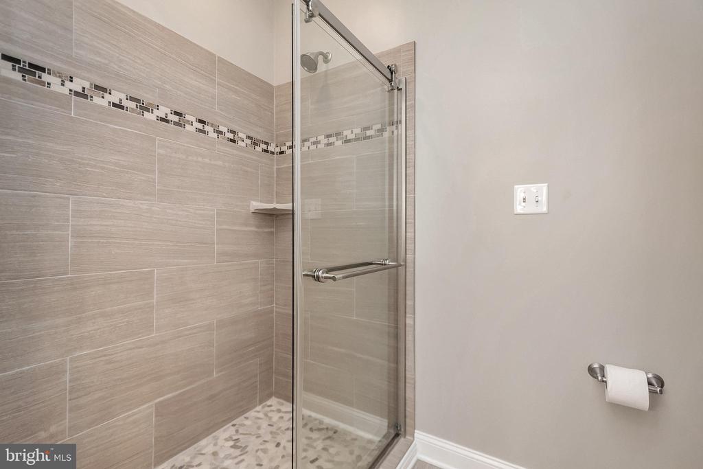 Amazing shower - 308 WILDERNESS DR, LOCUST GROVE