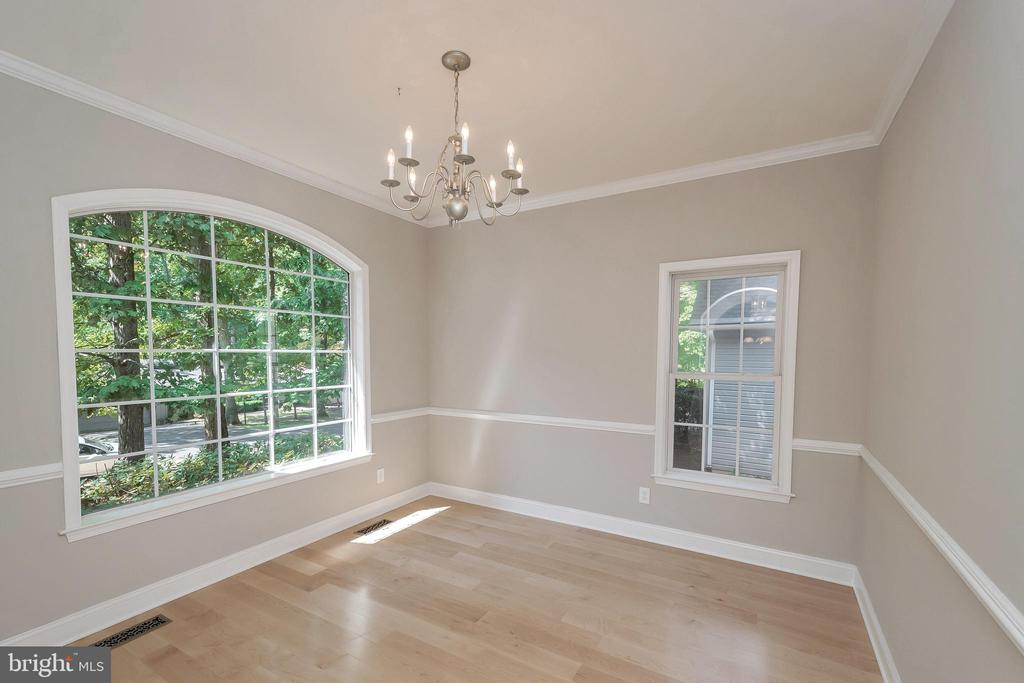 Dining room is perfect for entertaining - 308 WILDERNESS DR, LOCUST GROVE