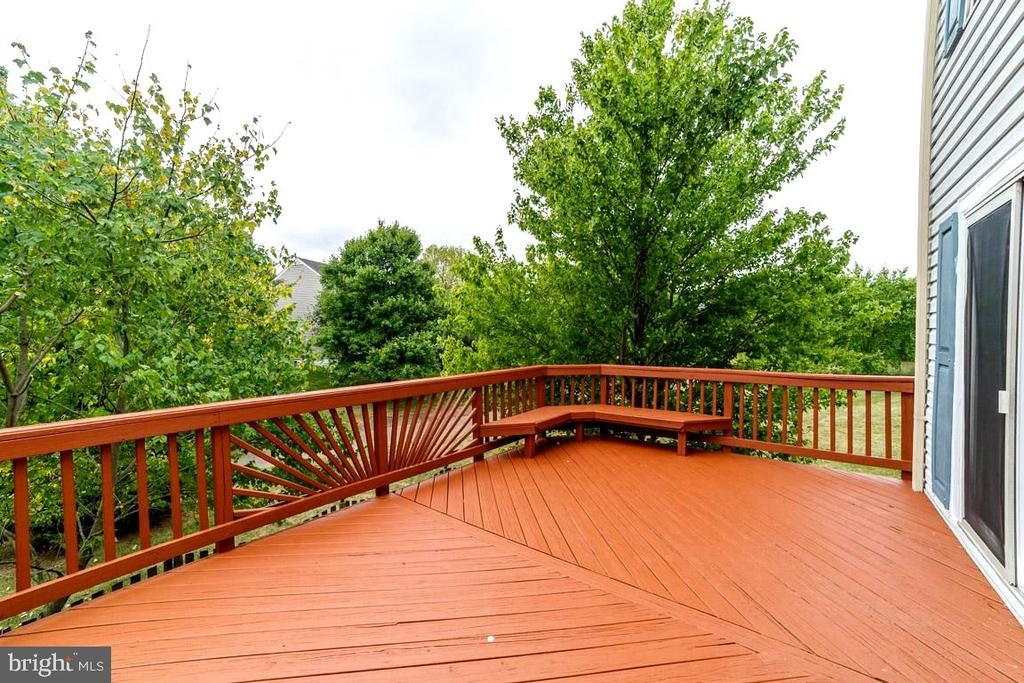 Large deck - 44076 FERNCLIFF TER, ASHBURN