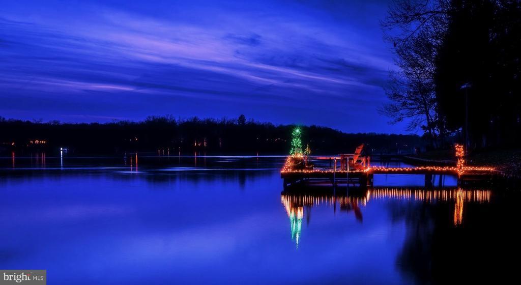 Christmas on the dock! - 11404 SEYMOUR LN, SPOTSYLVANIA