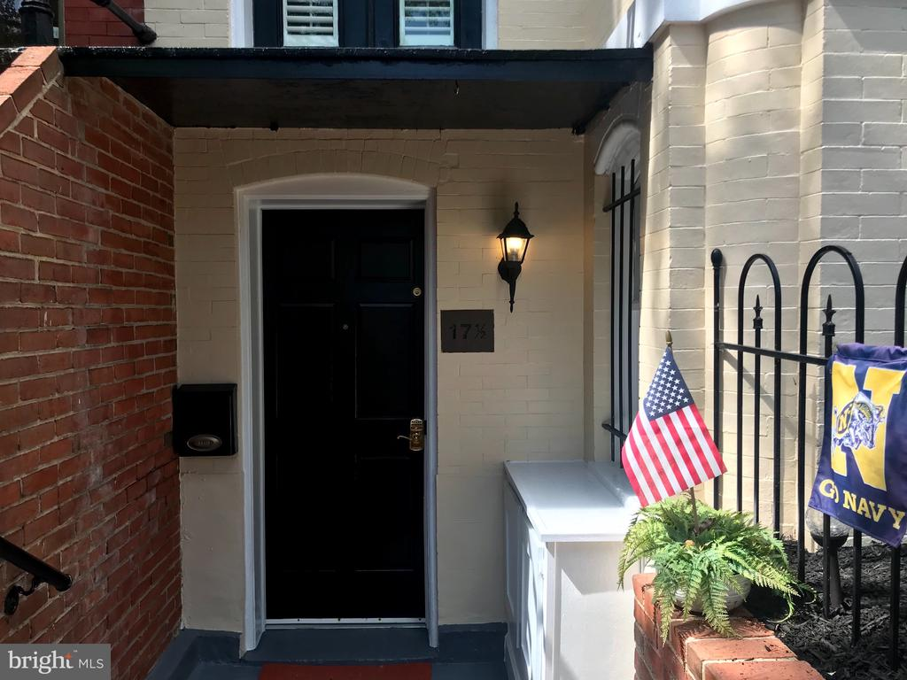 A separately metered living space great for Airbnb - 17 6TH ST SE, WASHINGTON