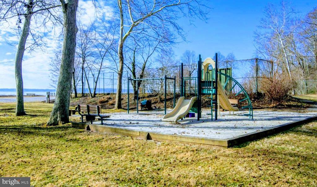 Community Playground - 6013 CHAPMAN RD, LORTON