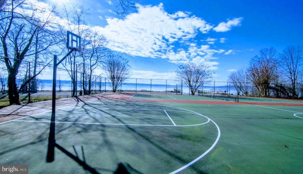 Basketball & Tennis Courts - 6013 CHAPMAN RD, LORTON