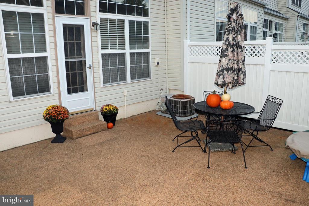 back patio - 26145 NIMBLETON SQ, CHANTILLY