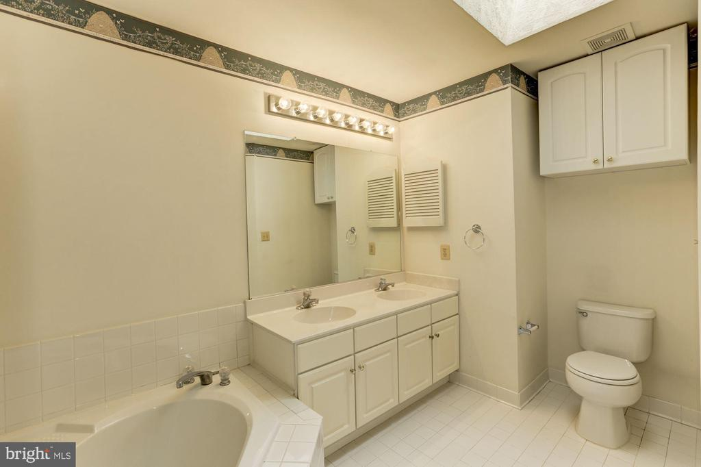 Master Bath - 13002 LIMESTONE CT, CLIFTON