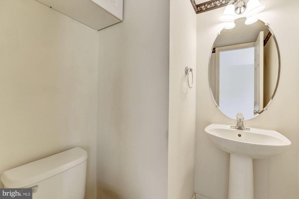 Main Level Powder Room - 13002 LIMESTONE CT, CLIFTON