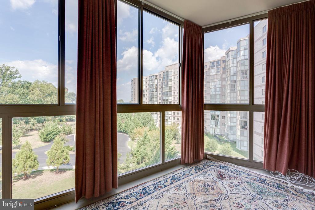 Sunroom has views of the trees and resort - 19365 CYPRESS RIDGE TER #418, LEESBURG
