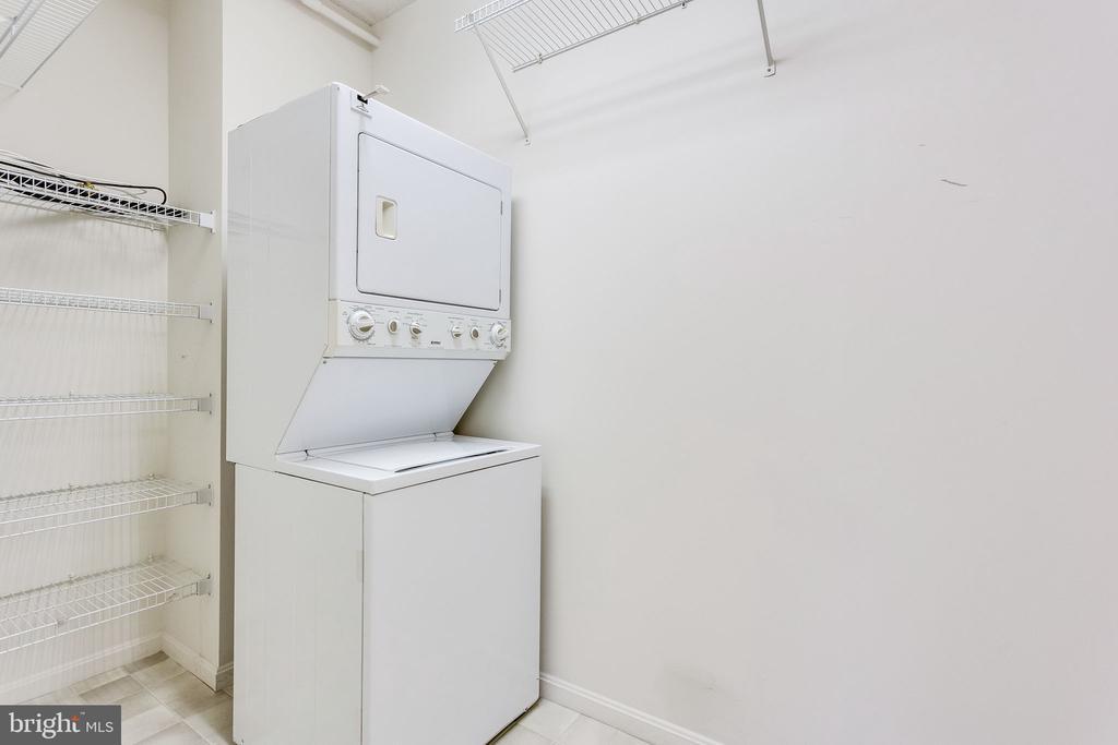 Walk-in laundry room with shelving - 19365 CYPRESS RIDGE TER #418, LEESBURG