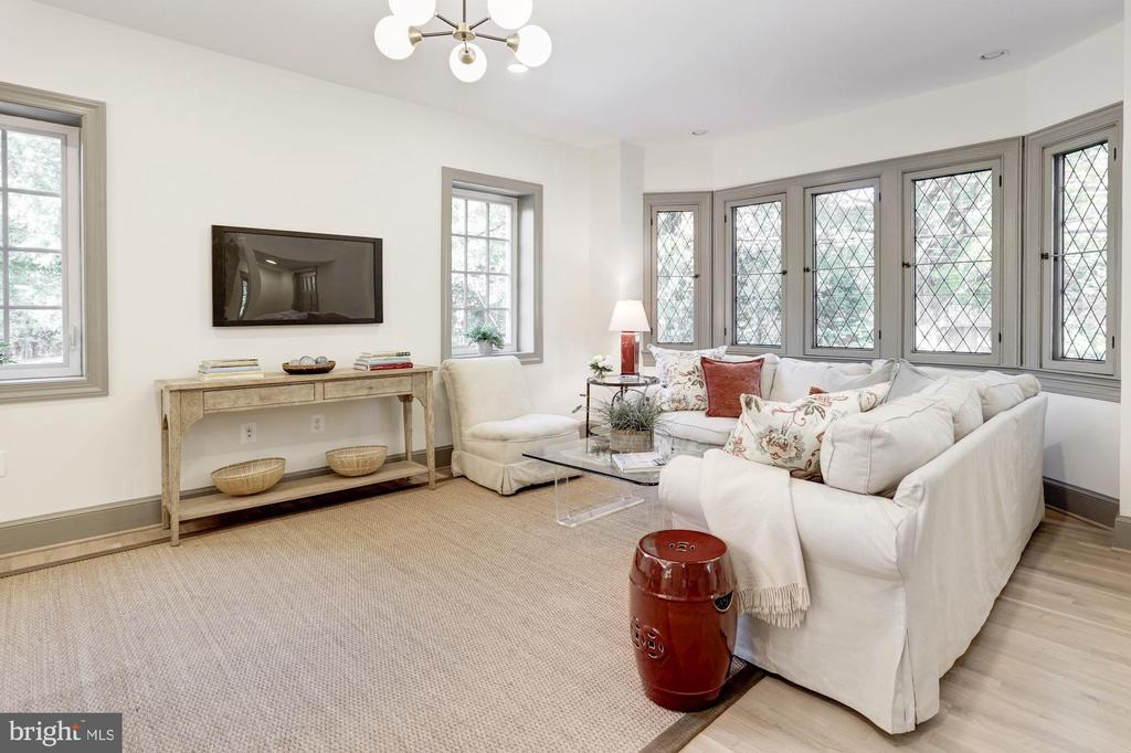 Great room adjacent open plan kitchen - 3601 VAN NESS ST NW, WASHINGTON