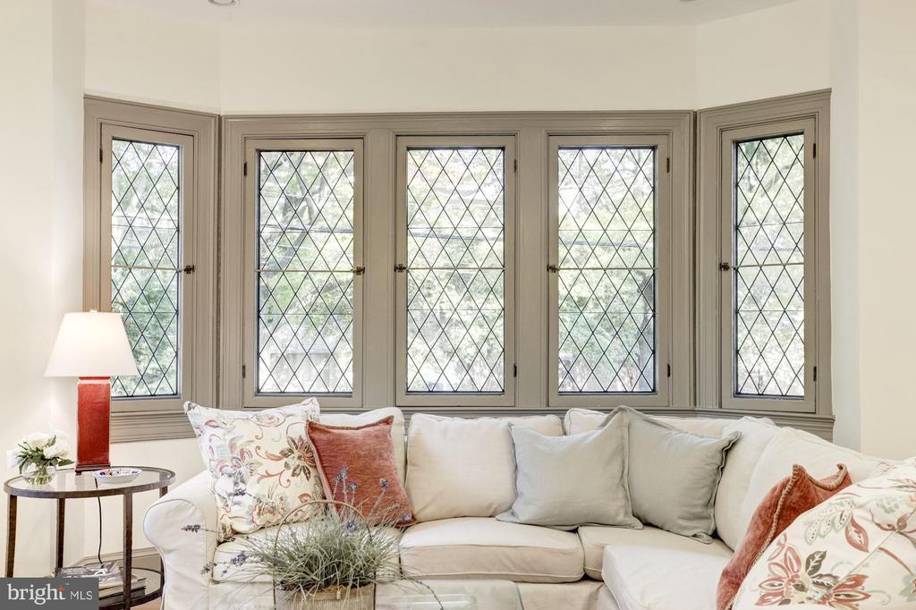 Beautifully restored leaded glass windows - 3601 VAN NESS ST NW, WASHINGTON