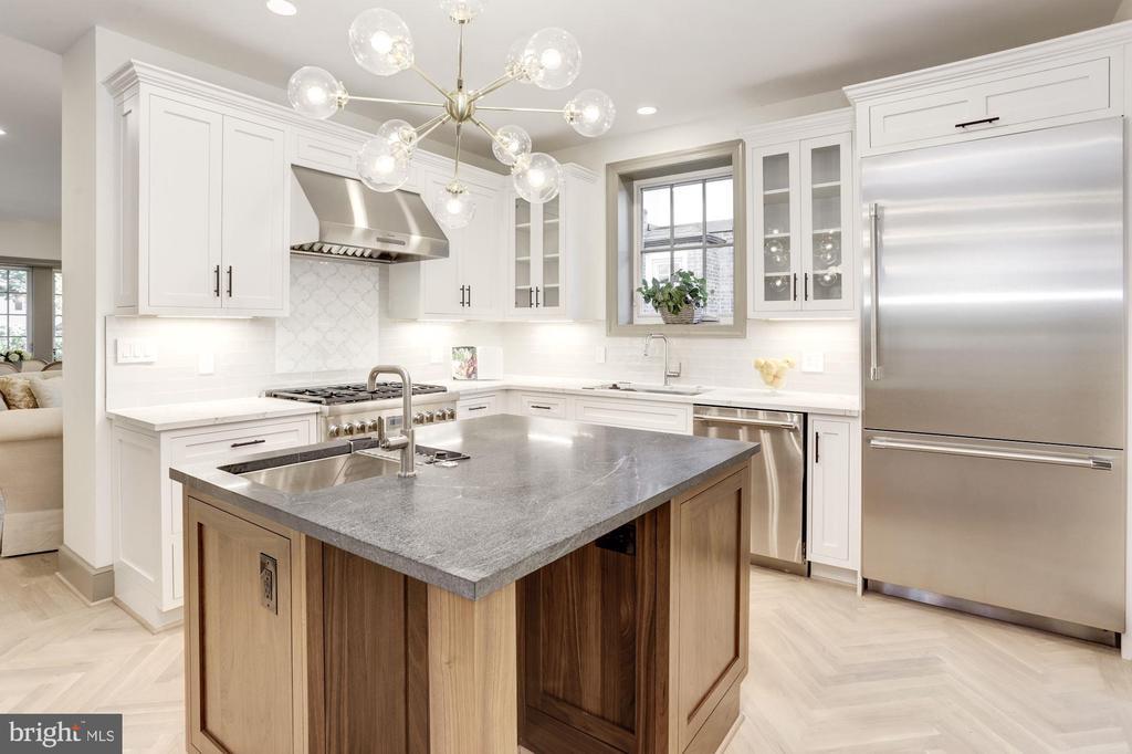 Luxury kitchen w/ custom cabinetry - 3601 VAN NESS ST NW, WASHINGTON