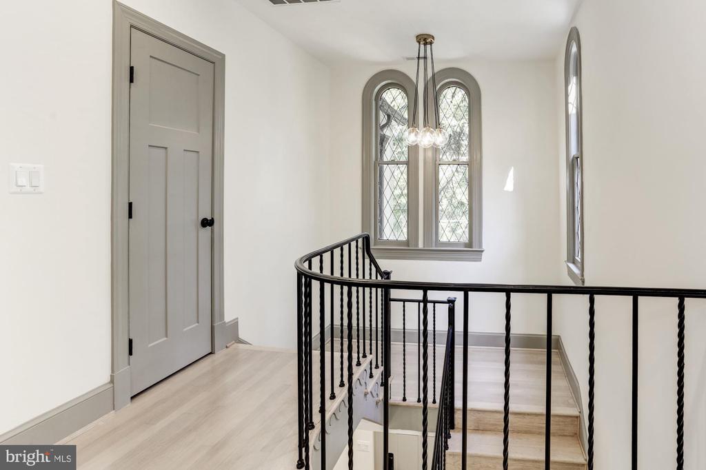 Grand staircase - 3601 VAN NESS ST NW, WASHINGTON
