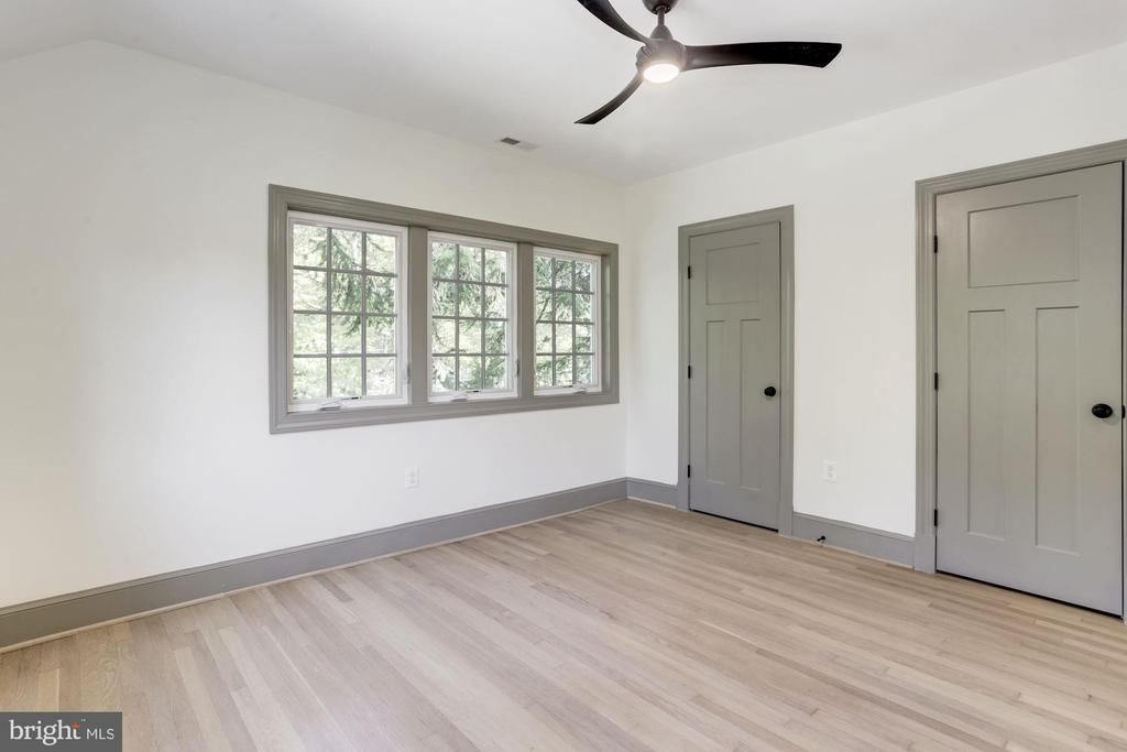 Large second bedroom w/ 2 closets - 3601 VAN NESS ST NW, WASHINGTON