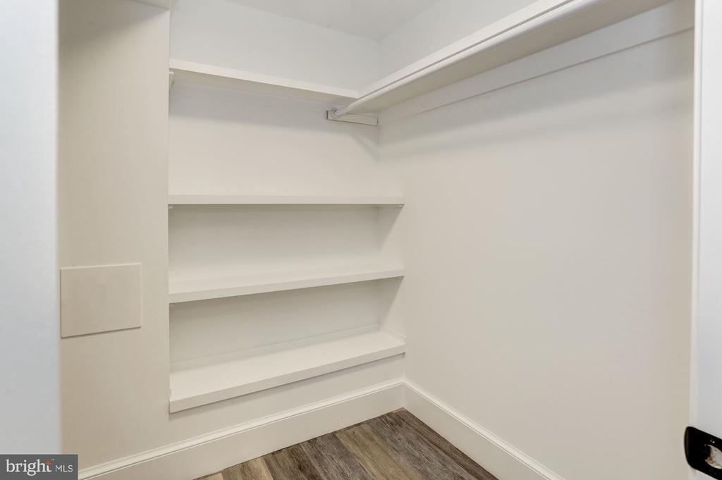 Walk-in closet - 3601 VAN NESS ST NW, WASHINGTON