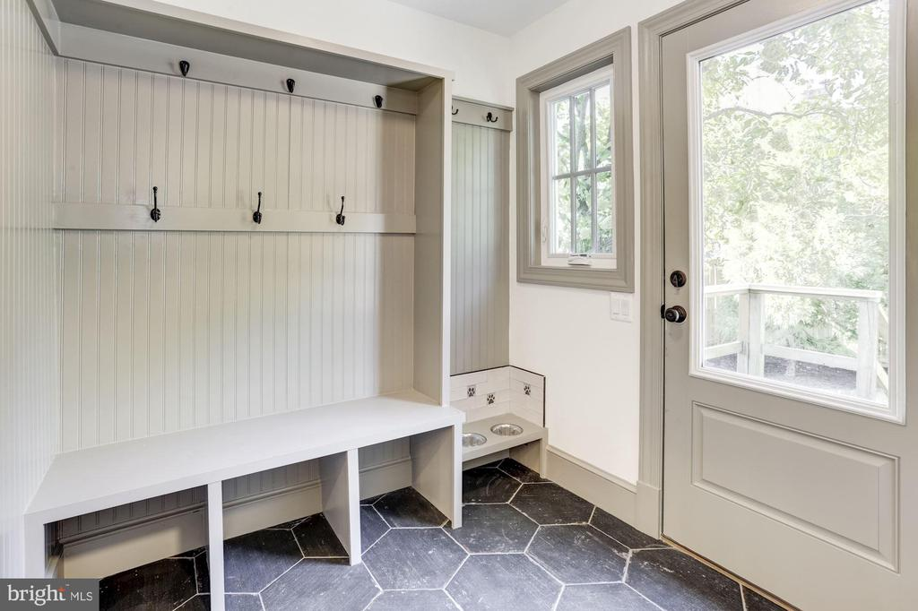 Mudroom with built-ins - 3601 VAN NESS ST NW, WASHINGTON