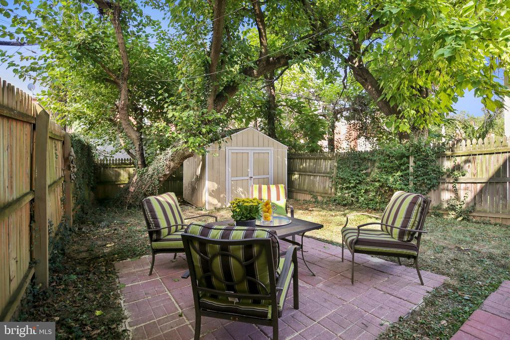 Amazingly Private Yard with patio and trees! - 2142 S OXFORD ST, ARLINGTON