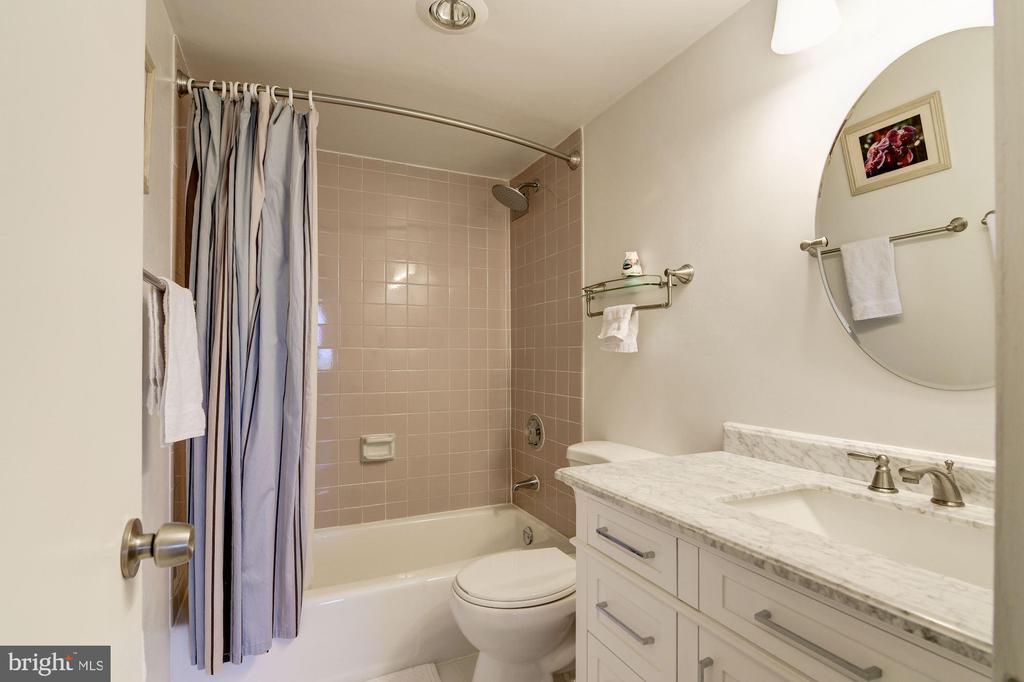 Hallway Bath - 2939 VAN NESS ST NW #1248, WASHINGTON