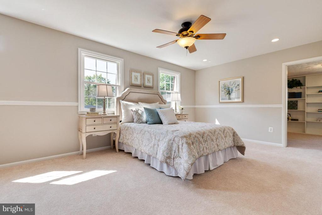 Access the study from the master bedroom - 5304 KAYWOOD CT, FAIRFAX