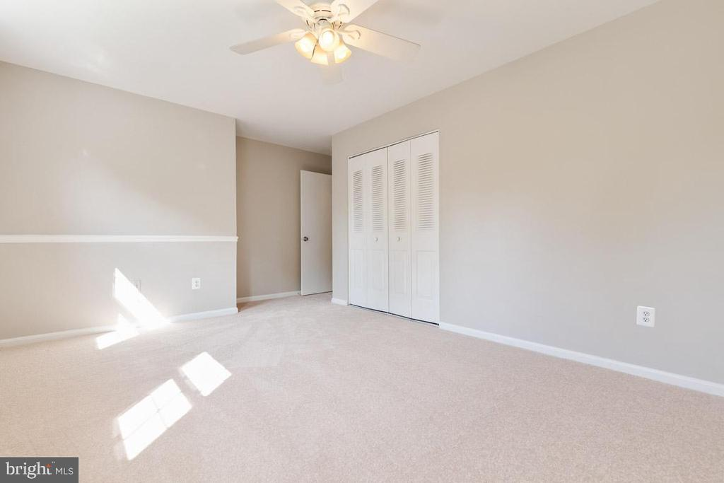 Fresh carpet throughout property. - 5304 KAYWOOD CT, FAIRFAX