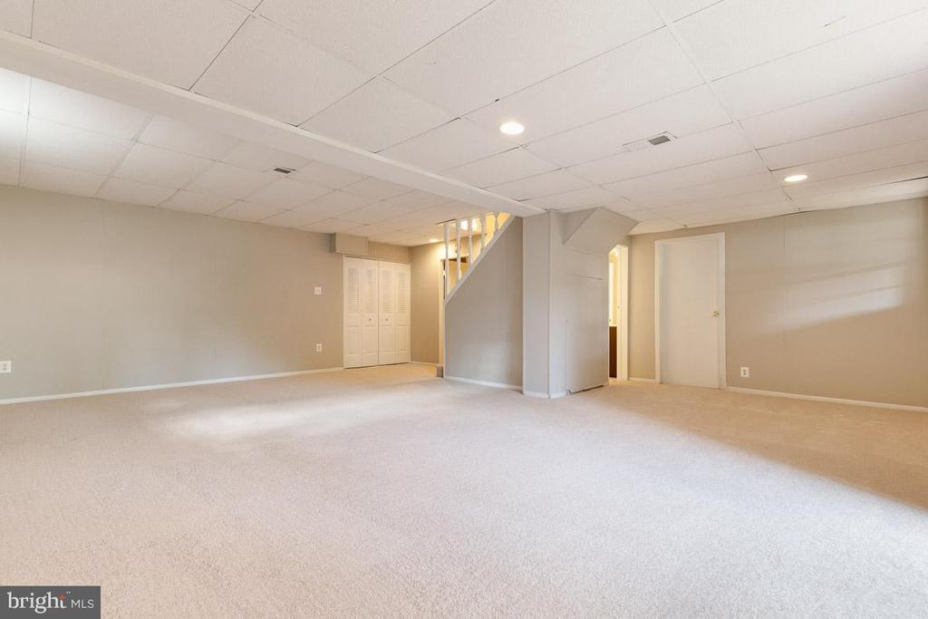 Huge rec room, perfect for gaming and movies - 5304 KAYWOOD CT, FAIRFAX