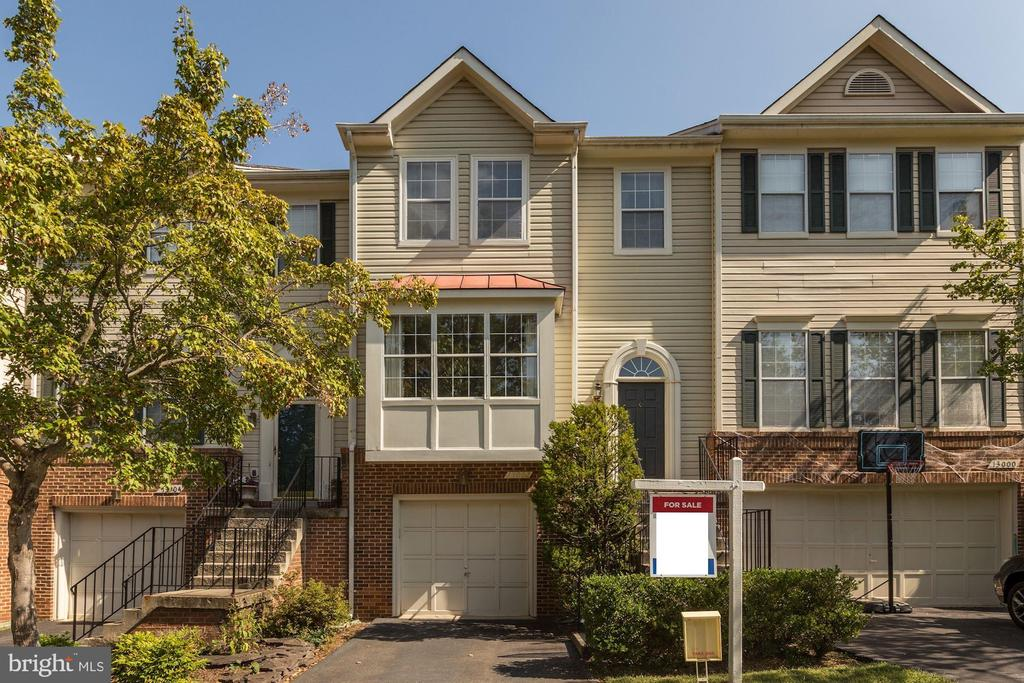Great curb appeal! - 13002 LIMESTONE CT, CLIFTON
