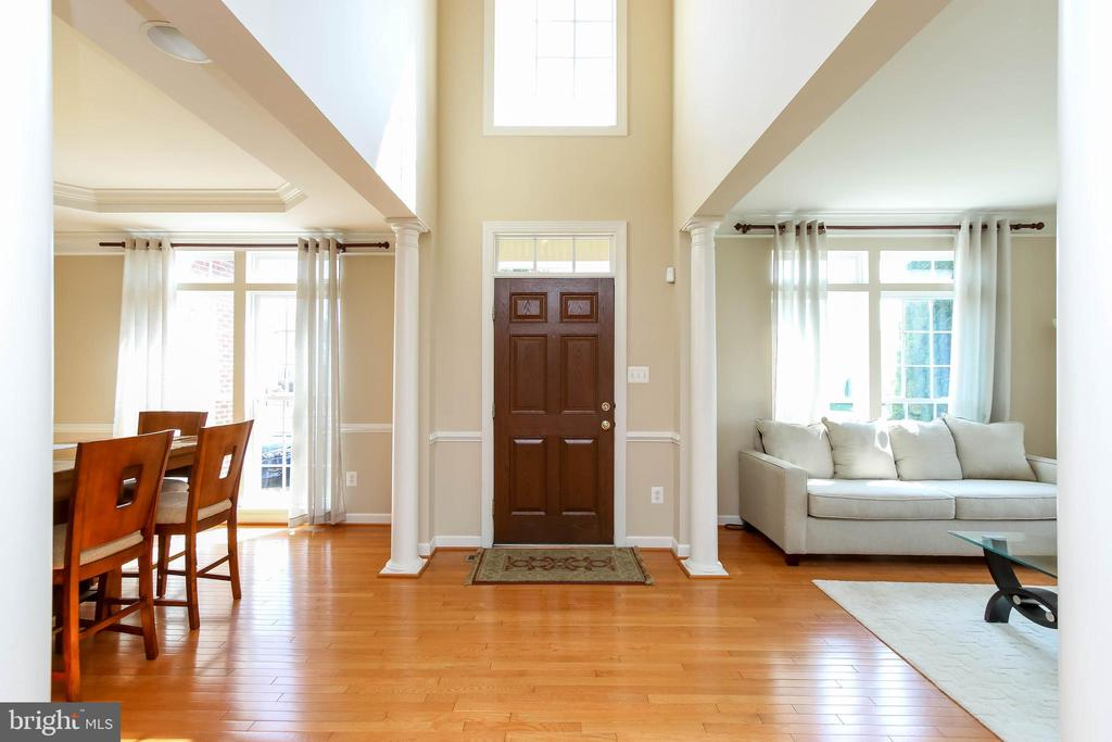 TWO STORY GRAND FOYER W/ GLEAMING HARDWOOD FLOORS - 5401 ADAMSTOWN COMMONS DR, ADAMSTOWN