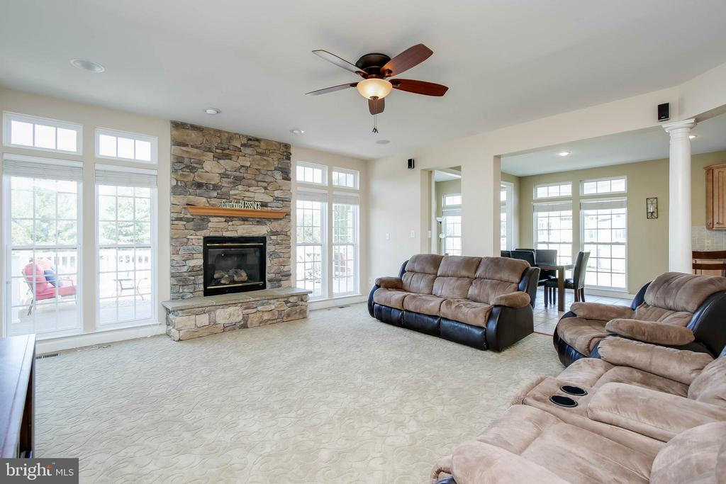 GREAT ROOM WITH STONE FIREPLACE - 5401 ADAMSTOWN COMMONS DR, ADAMSTOWN