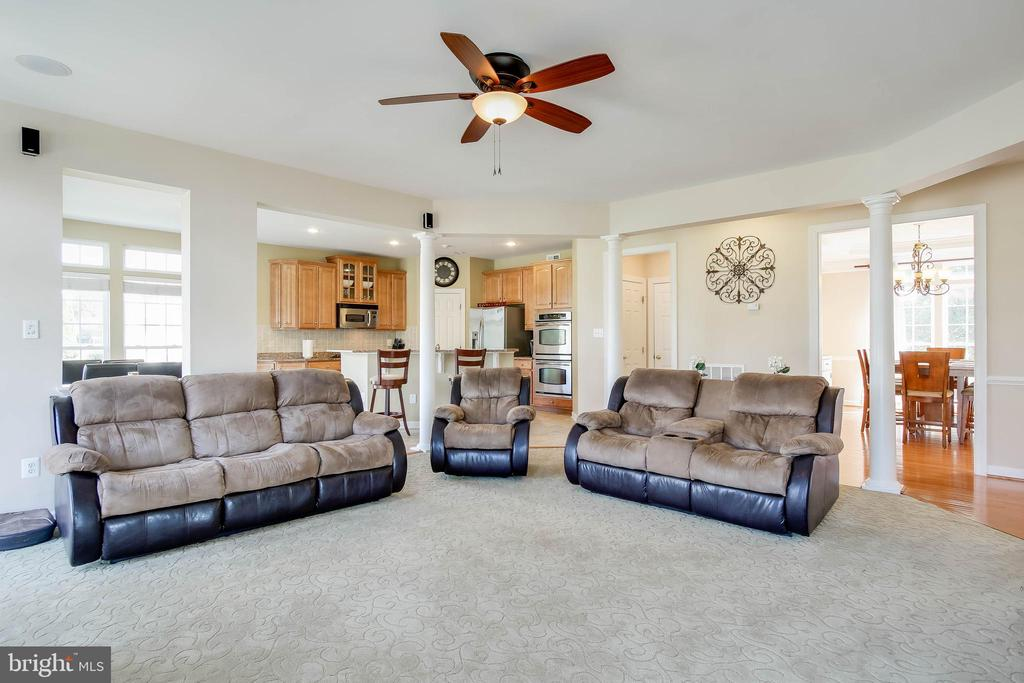 GREAT ROOM OPEN FLOOR PLAN - 5401 ADAMSTOWN COMMONS DR, ADAMSTOWN