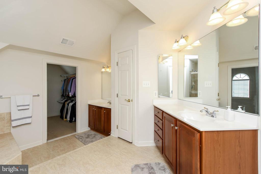 EN SUITE MASTER BATHROOM - 5401 ADAMSTOWN COMMONS DR, ADAMSTOWN