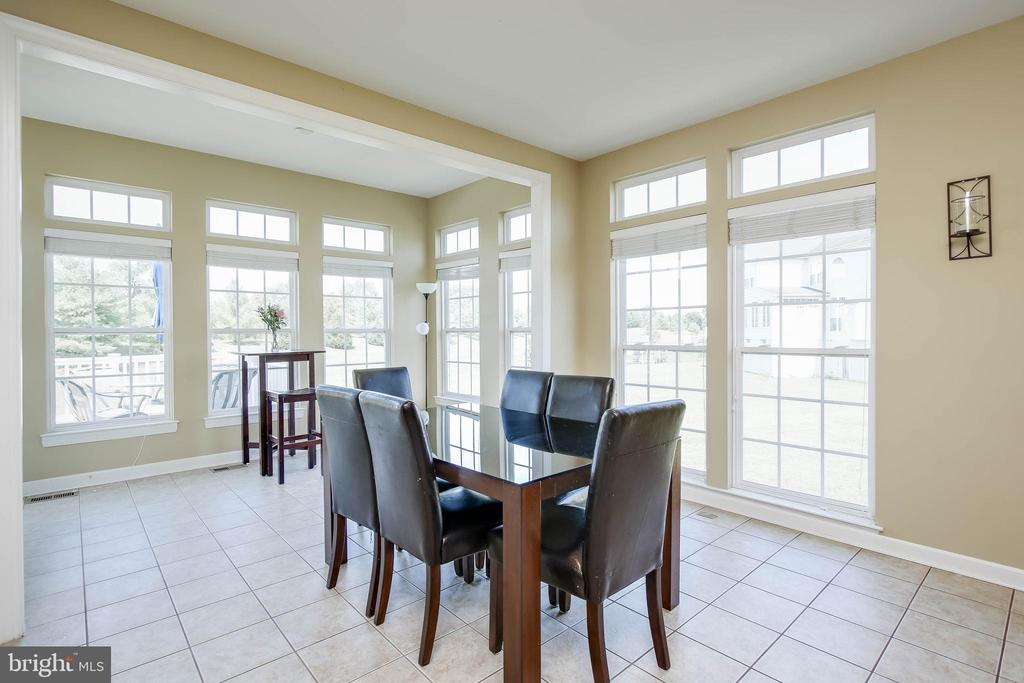LIGHT FILLED BREAKFAST ROOM - 5401 ADAMSTOWN COMMONS DR, ADAMSTOWN